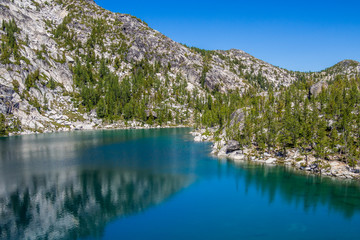 Jezioro w North Cascade Mountains