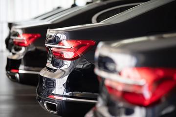 Autos in einer Reihe, Automobilindustrie
