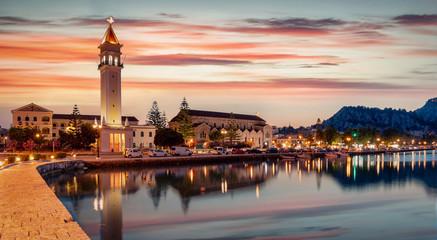Die Stadt und der alte Fischerhafen am Abend auf der Insel Zakynthos im Ionischen Meer, Griechenland