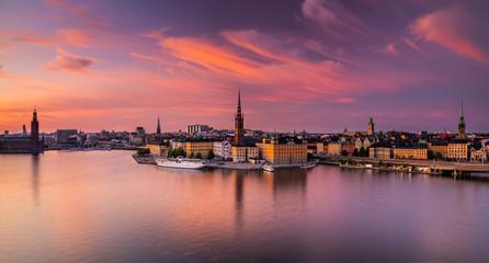 Malowniczy panoramiczny widok Gamla Stan, Sztokholm przy zmierzchem, stolica Szwecja.