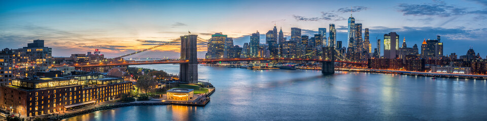 New York skyline panorama with Brooklyn Bridge