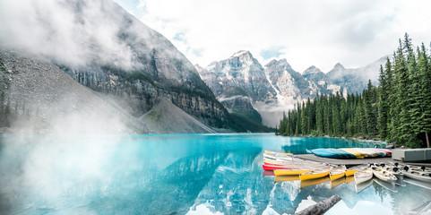Piękny Morena jezioro w Banff parku narodowym, Alberta, Kanada