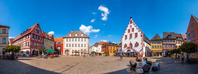 Panorama, rynek z historycznym urzędem miasta, Karlstadt am Main, Niemcy