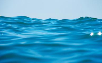 Błękitna wody morskiej tła tekstura