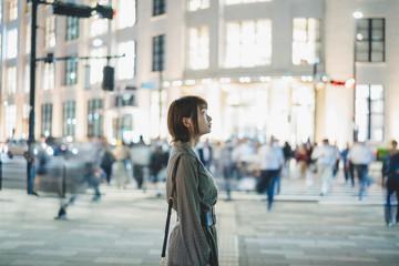 都会の女性