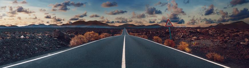 Zdjęcie związane z nieodkrytymi podróżami i przygodami drogowymi Przejazd przez malowniczy krajobraz do miejsca docelowego w parku przyrody Lanzarote