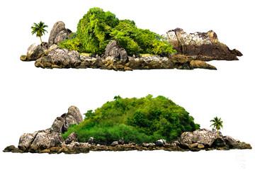 Drzewa. Góra na wyspie i skałach. Odizolowywający na Białym tle