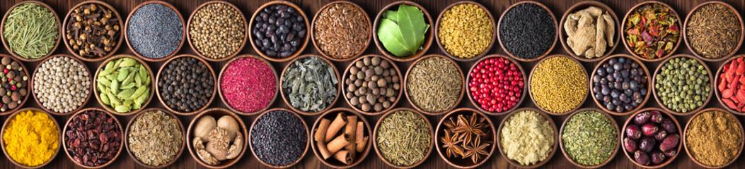 Indyjska przyprawa do żywności, kolorowe tło. przyprawa tekstury, widok z góry