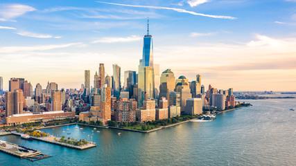 Widok z lotu ptaka z Lower Manhattan linią horyzontu przy zmierzchem przeglądać od above hudsonu