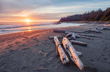 Piękny zmierzch wzdłuż zachodnie wybrzeże śladu Vancouver wyspa, kolumbiowie brytyjska, Kanada.
