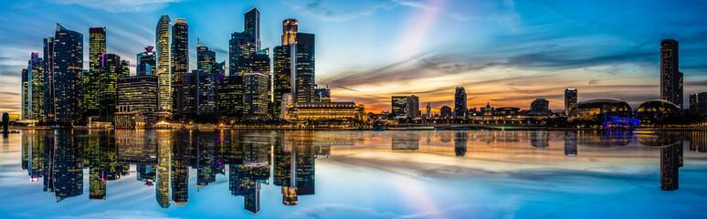 Panoramiczny widok z Singapuru o zmierzchu