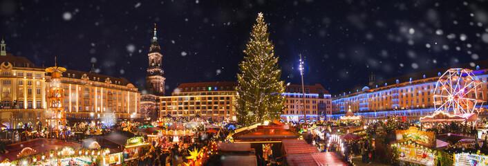 Panorama dresdener bożych narodzeń rynek w śniegu