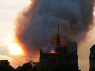 Notre dame de Paris lors de l'incendie du 15 août 2019 vers 19 heures.