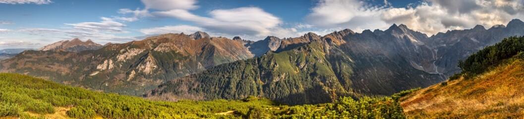 Piękna jesienna panorama z widokiem na Tatry