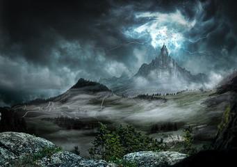 Wielki zamek ciemny z silnymi promieniami i błyskawicami
