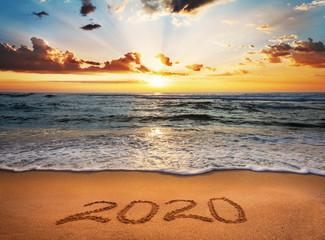 Szczęśliwego Nowego Roku 2020! Napisany 2020 na plaży.