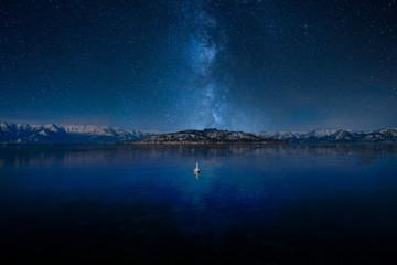 天の川と湖