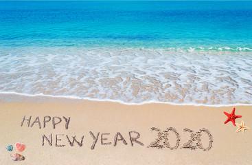szczęśliwego nowego roku 2020 na plaży