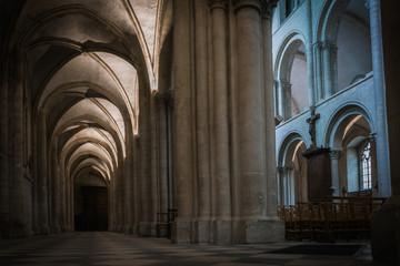Architektura i wspaniałość katedr i świątyń we Francji