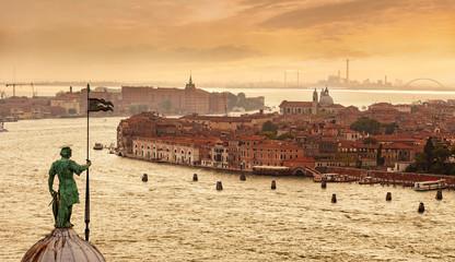 widok z dzwonnicy kościoła San Giorgio Maggiore na lagunie weneckiej i kanał Giudecca, Wenecja, Włochy.