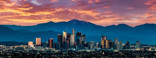 Panoramę Los Angeles o zachodzie słońca