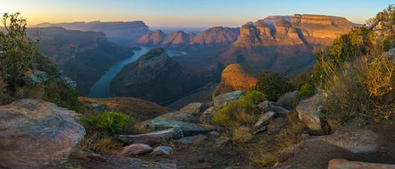 trzy rondavels i kanion rzeki blyde o zachodzie słońca, afryka południowa