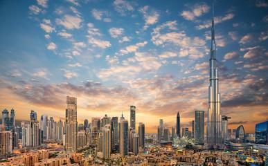 Niesamowity widok na futurystyczną panoramę Dubaju, centrum Dubaju, Zjednoczone Emiraty Arabskie