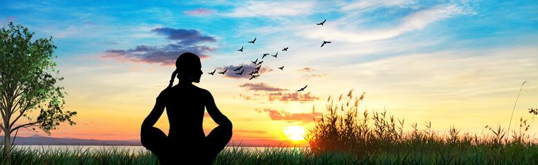 mujer haciendo yoga en el campo