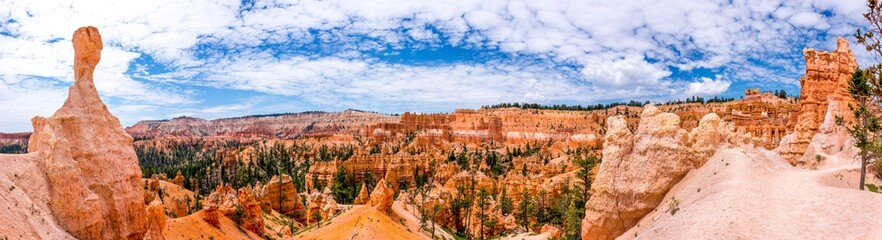 panoramic picture of bryce canyon
