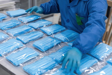 With the global spread of novel coronavirus pneumatia, medical mask production workers are organizing masks to prepare for the epidemic.