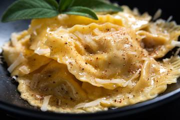 Piatto di tortelli al burro, Cucina Italiana