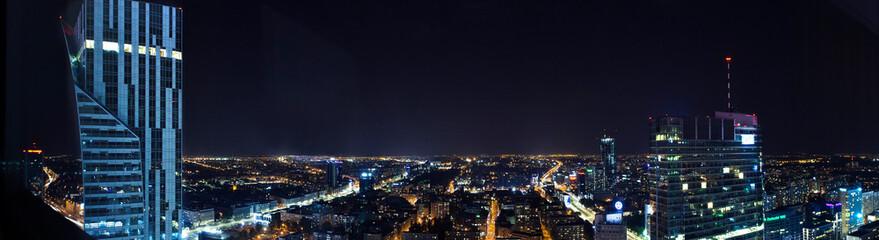 rozświetlona Warszawa nocą.centrum miasta