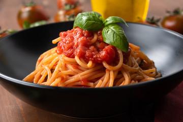 Classici spaghetti al pomodoro, Cucina Italiana