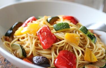 カラフルな野菜のパスタ