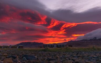Zachód słońca na Islandii w górach