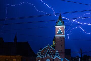 Błyskawica burza LIghtning Noc kościół