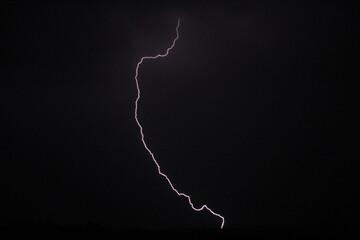Burza w nocy. Błyskawica.
