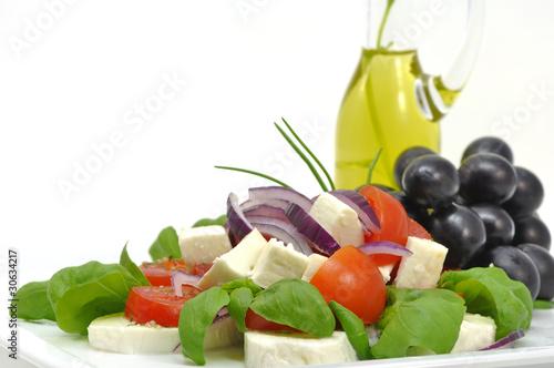 sałatka caprese z oliwą i winogronami
