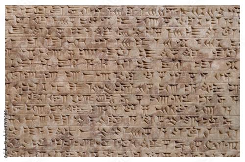 Antyczna asyryjska gliniana tabletka z pismem klinowym