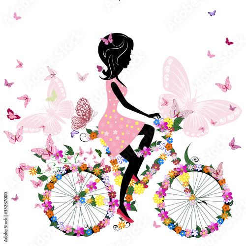 Dziewczyna na rowerze z romantycznymi motylami
