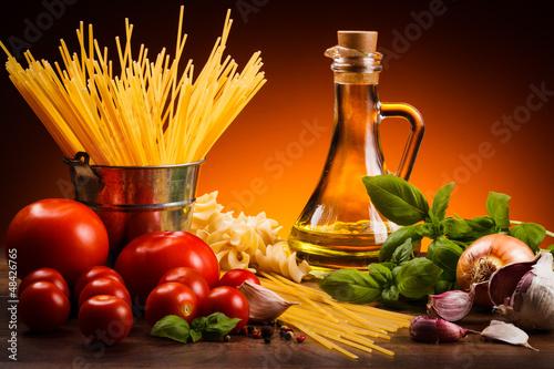 Makaron i świeże warzywa