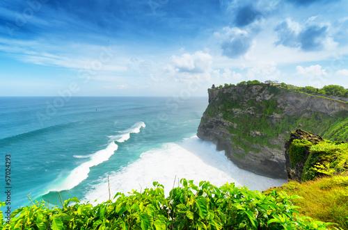 Wybrzeże przy świątynią Uluwatu, Bali, Indonezja