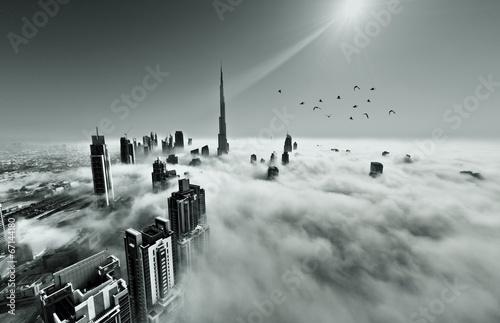 Panoramę Dubaju we mgle