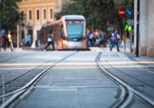 tramwaj i tory kolejowe