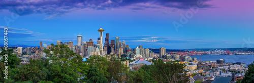 Seattle linia horyzontu przy zmierzchem