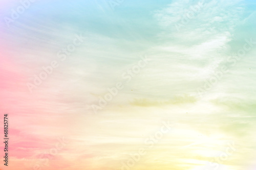 rozmyte różowy niebieski żółty gradient w tle