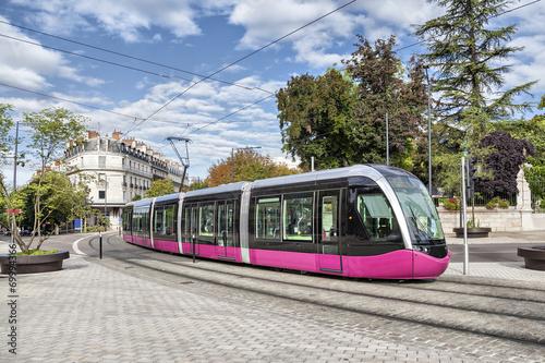 Nowoczesny tramwaj w Dijon