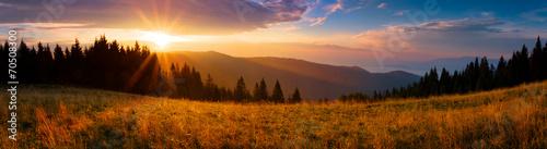 Panoramiczny widok wschodu słońca w Tatrach