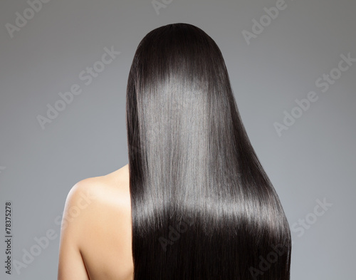 Długie proste włosy