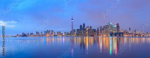 Sceniczny widok przy Toronto miasta nabrzeża linią horyzontu